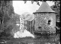 GF02_005 - Moulin entouré de douves